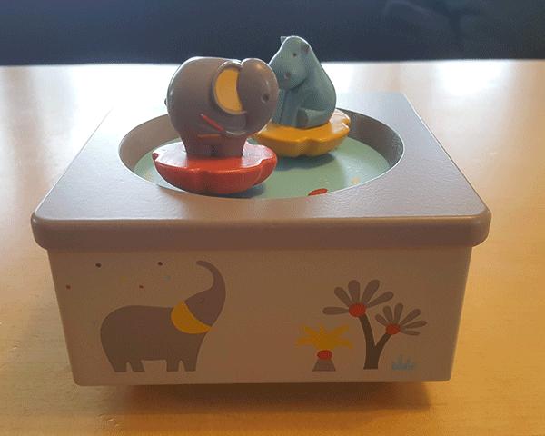 Moulin Roty Holz Spieluhr als Geschenk zur Geburt