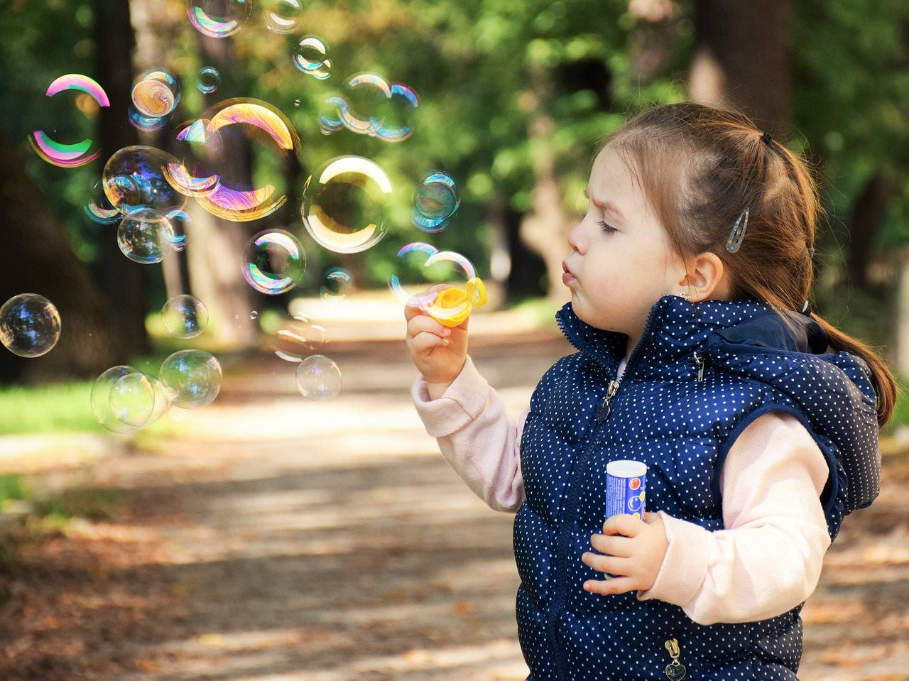 Modische Kleidung für Kinder und Babys